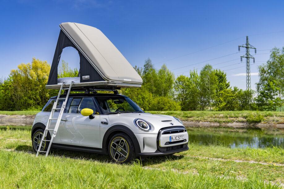 MINI Cooper SE met daktent ideaal voor Hollandse vakantie